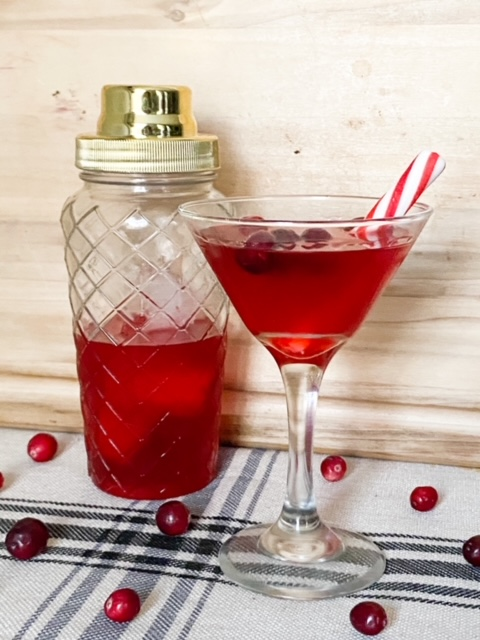 How To Make A Festive Christmas Cranberry Martini