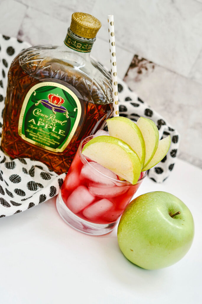 crown royal apple drink with apples